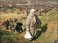 Mujer kosovar en un campo de refugiados de la OTAN
