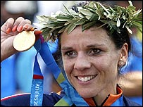 Leontien Zijlaard-Van Moorsel shows off her fourth Olympic gold medal