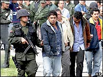 Police with suspected Farc fighters