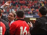 Steve Hansen bids farewell to the Millennium Stadium crowd