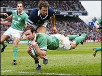 Winger Geordan Murphy crosses for Ireland's second try