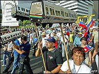 Marcha de opositores al gobierno de Chávez.