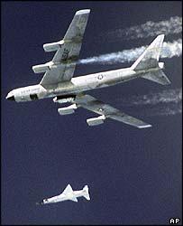Экспериментальный самолет взлетал под крылом у бомбардировщика B-52