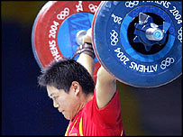 China's Liu Chunhong lifts her way to gold