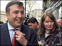 Georgian President Mikhail Saakashvili and his wife Sandra Rulos leave a polling station in Tbilisi