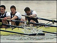 Kennelly struggles as his crewmates row on