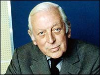 Alistair Cooke dead at 95