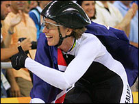 Sarah Ulmer celebrates victory in the women's individual pursuit in Athens