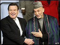 Gerhard Schroeder (L) with Hamid Karzai at the conference