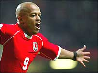 Rob Earnshaw poached a late winner in Budapest