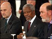 UN Secretary-General Kofi Annan, centre, with UN special envoy for Cyprus Alvaro de Soto, left, and Sir Kieran Prendergast, the Deputy UN Secretary-General