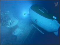 Подводный робот около затонувшего ледокола (съемки Первого канала)