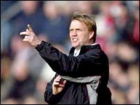 Southampton Head Coach Steve Wigley makes his point