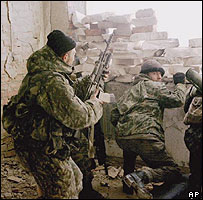 Russian troops battling rebels in Grozny (archive pic)