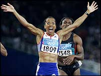 Kelly Homes celebrates her 800m victory