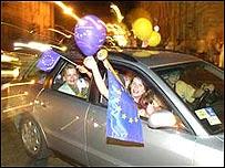 Celebración en Polonia tras el referendo para la entrada en la UE.