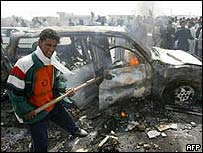Burning car in the flashpoint town of Falluja, 31 March 2004