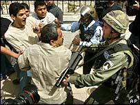 Clash outside al-Aqsa mosque