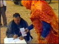 Algerian nomad at mobile voting station (Pic: Algerian TV)