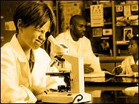 Niños en laboratorio.
