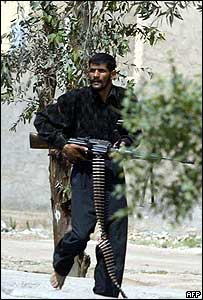 Mehdi Army machine-gunner in Najaf, 4 April 2004