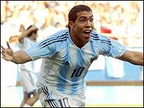 Carlos Tevez celebra el gol