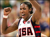 Lisa Leslie celebrates the USA's victory