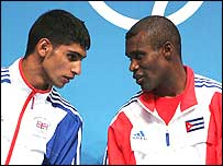 Amir Khan (left) and Mario Kindelan