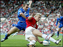 Everton's Alan Stubbs challenges Manchester United's Alan Smith