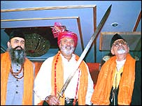 Vijay Mallya (centre) with Tipu Sultan's sword