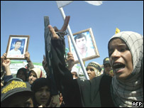 People march in Gaza in support of Palestinian prisoners