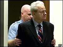 Slobodan Milosevic ante el Tribunal Penal Internacional para la antigua Yugoslavia, en La Haya.