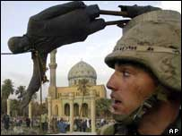 Saddam statue falls on 9 April 2003
