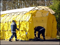 Mass decontamination unit