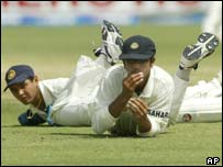 India's Rahul Dravid (right) and Parthiv Patel in the second Test