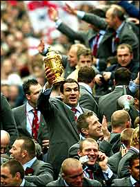Martin Johnson celebrates England's World Cup win