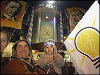 Turcos poco antes de las elecciones de su país.
