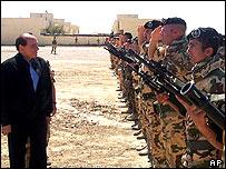 Silvio Berlusconi inspects Italian soldiers in Nasiriya
