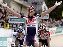 Magnus Backstedt celebrates victory in the 2004 Paris-Roubaix classic