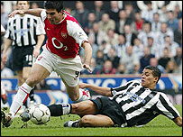 Newcastle United's Jermaine Jenas tackes Arsenal's Jose Antonio Reyes
