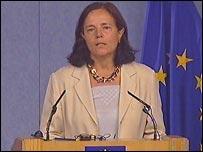Energy commissioner Loyola de Palacio speaking on Friday