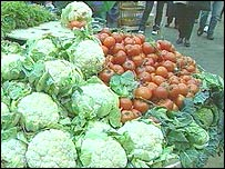 Cauliflowers and tomatoes