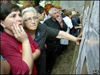 Бесланцы ищут в списках пропавших близих