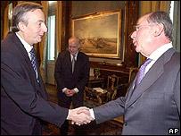 Rodrigo Rato, director del FMI y N�stor Kirchner, presidente de Argentina.