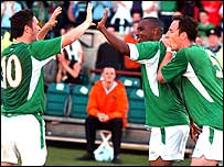 Morrison (centre) celebrates with Robbie Keane  and Andy O'Brien