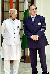 Natwar Singh (L) and Khurshid Mahmud Kasuri in Delhi