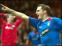 Frank de Boer celebrates his first Rangers goal