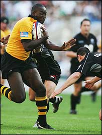 Wasps centre Ayoola Erinle takes on the Saracens defence