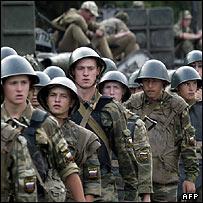 Колонна российских солдат в Беслане