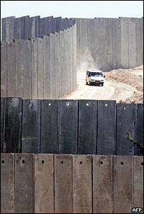 Barrera construida por Israel en Cisjordania.
